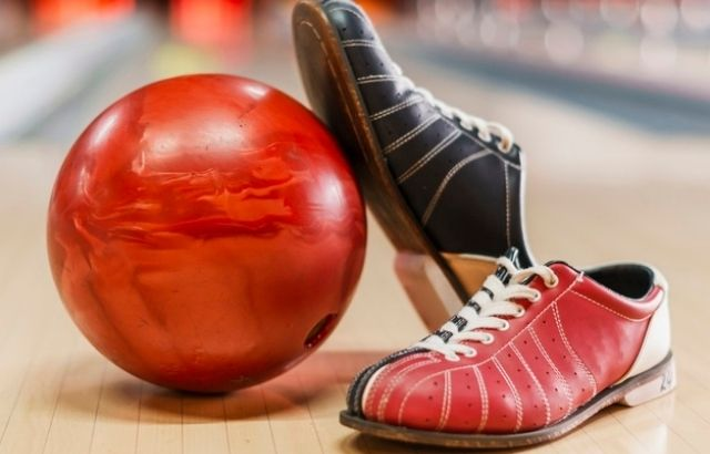 Bowling shoes with arch support