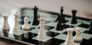 Can a Queen Move like a Knight in Chess?