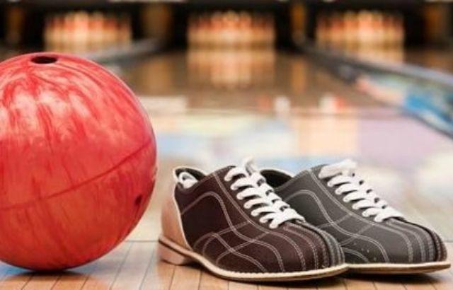 Sliding bowling shoes
