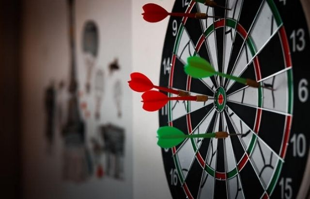 how to throw darts with precision