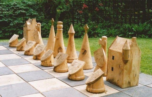 describe how to make outdoor chess pieces