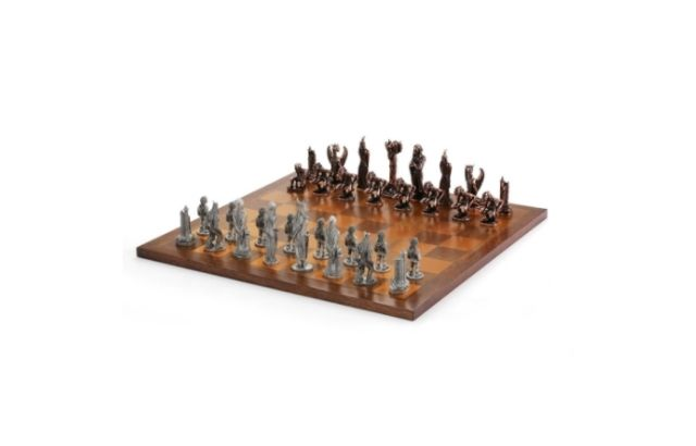 Lord of the Rings chess set Two Towers