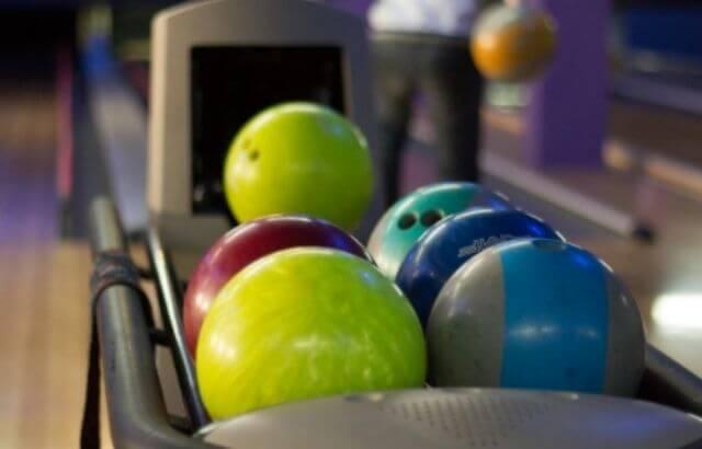 Hammer Black Widow Spare bowling ball
