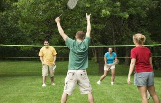 How to play badminton for beginners