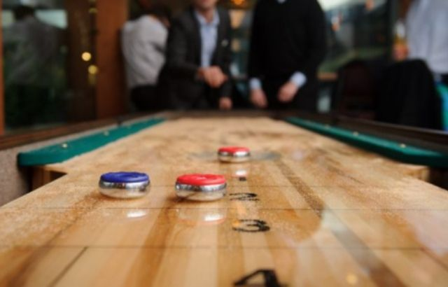 How to play shuffleboard on GamePigeon